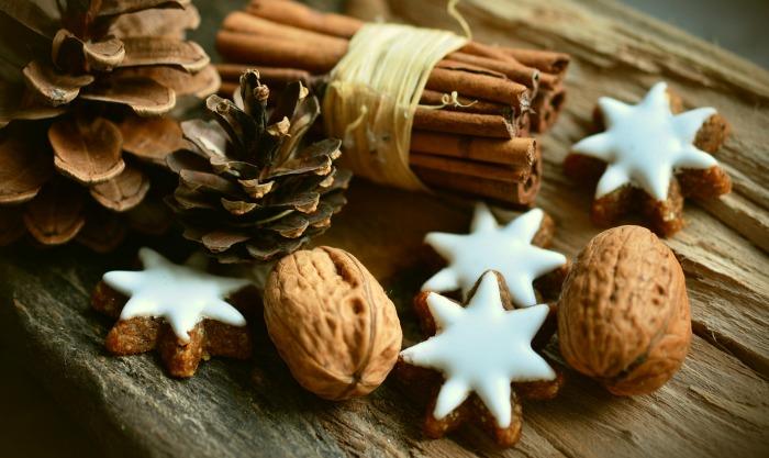 cinnamon, cookie and pine cone display