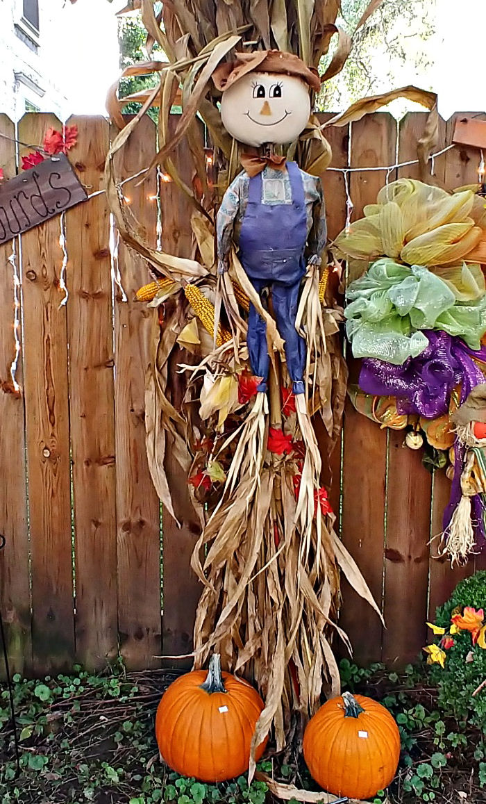 Decorating for fall with corn husks