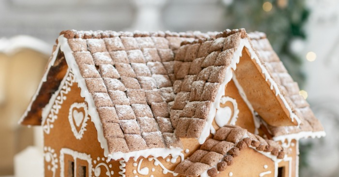 Thatched roof with eaves on a Gingerbread house.