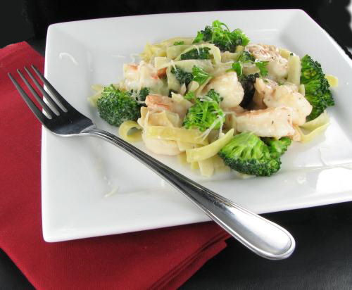 Shrimp Alfredo with Broccoli - Creamy and Delicious