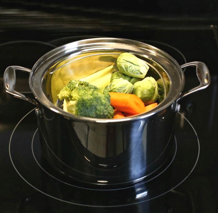 Steaming vegetables in a steamer basket