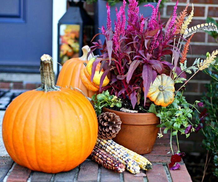 front step autumn decor