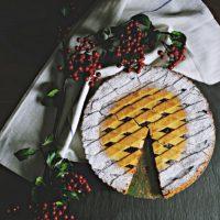 Lattice pie crust with sugar edges