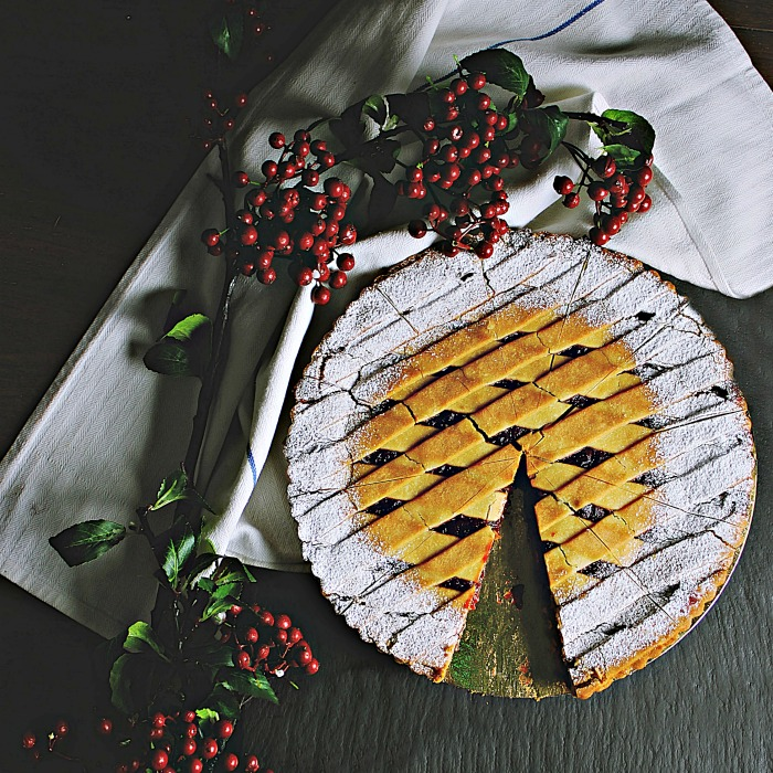 Lattice pie crust with sugar edges