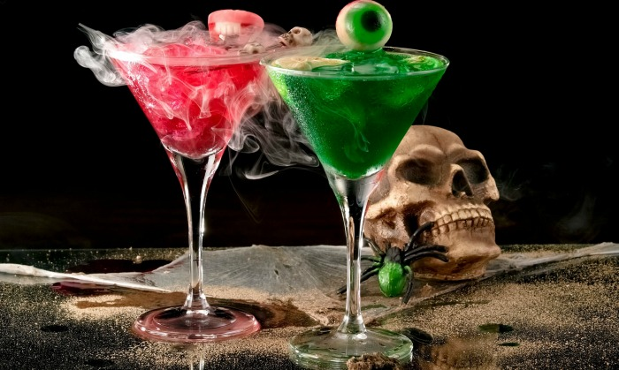 Skull and spider with dry ice Halloween drinks and garnishes.