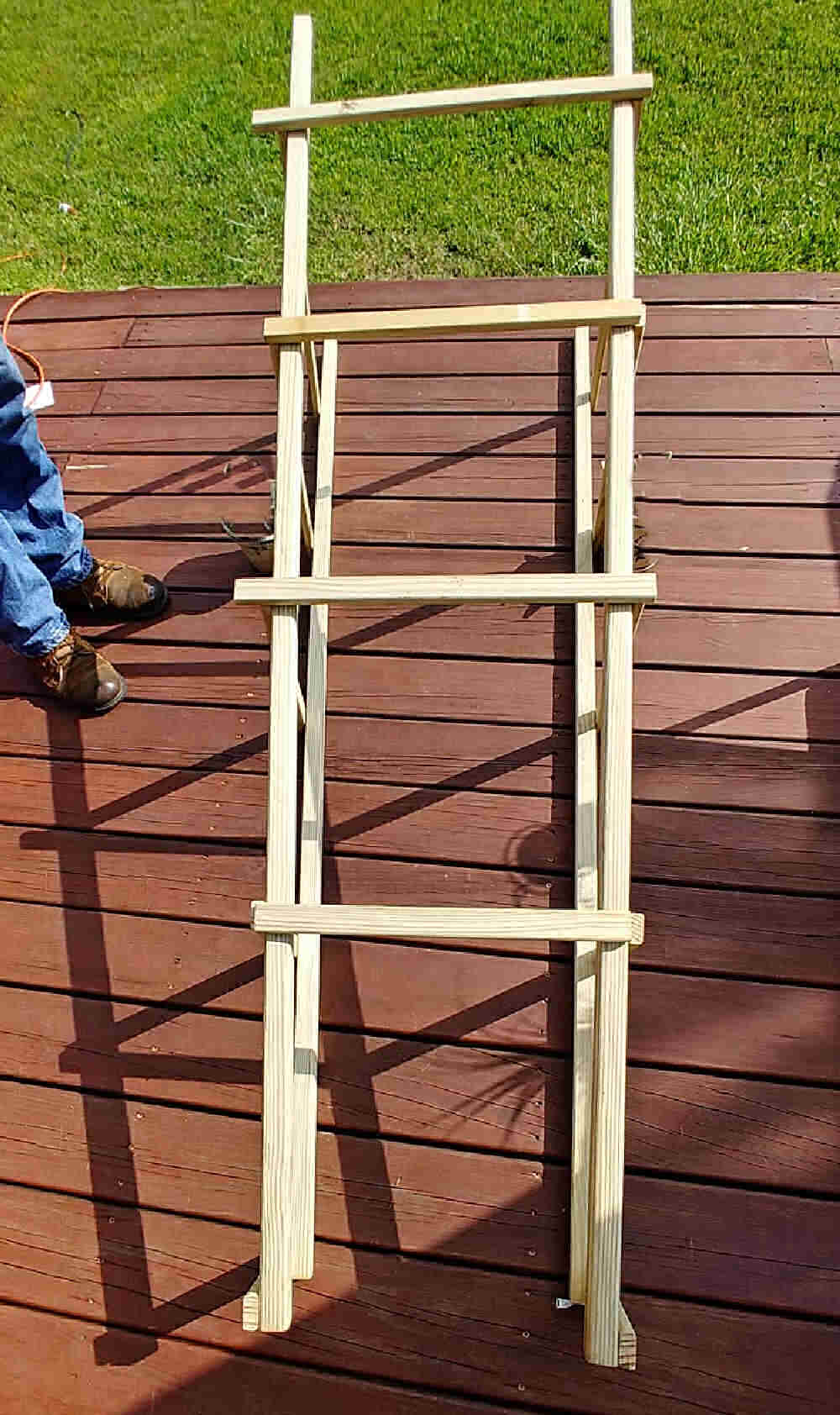 Joining pieces of wood over ladder supports.
